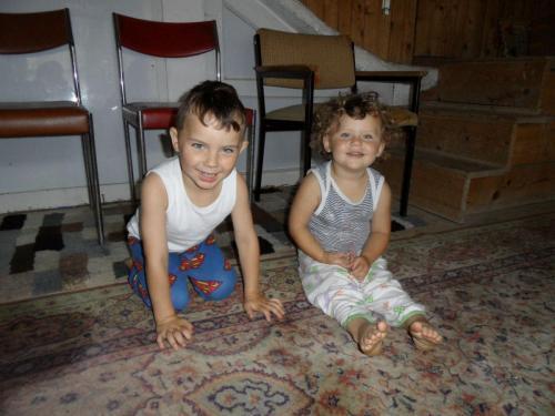 unsere zwei neue Kinder Janis und Nikoleta